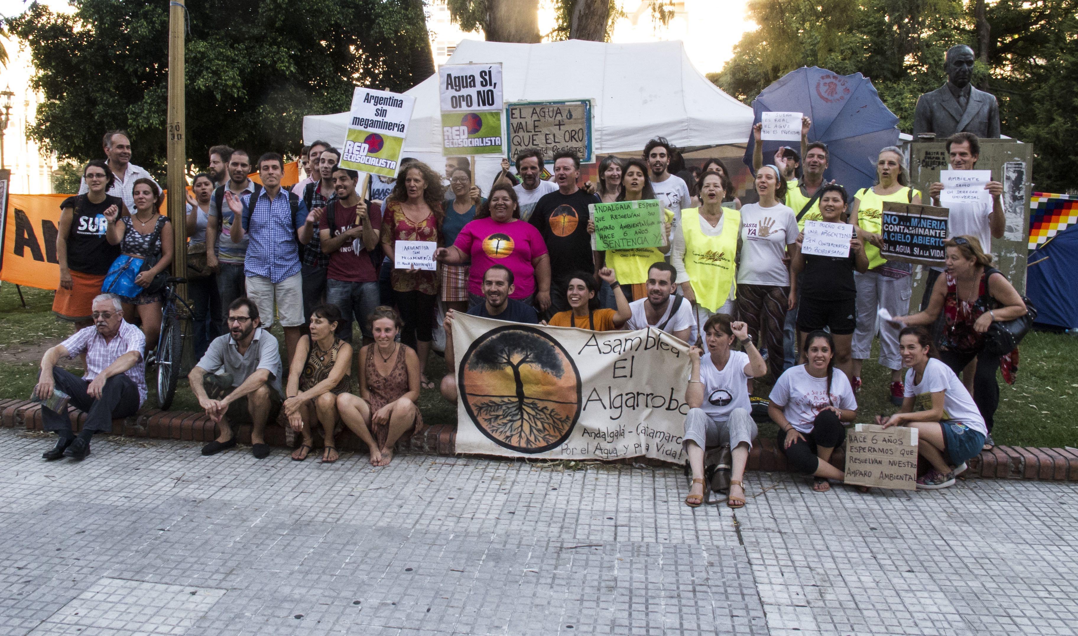 Caminata del Segundo Acampe por la Vida en apoyo a la Asamblea El Algarrobo de Andalgalá, Catamarca. Aguardan la resolución del amparo presentado ante la Corte Suprema hace 6 años. CABA. 10/02/16.-