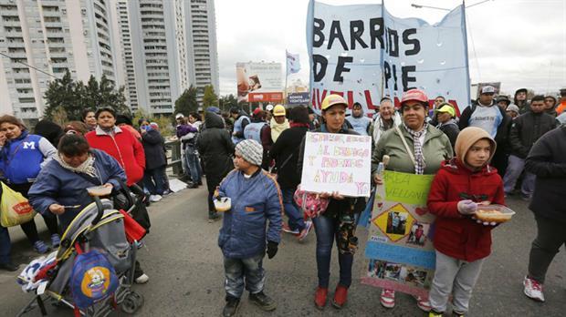 Barrios de Pie instaló ollas populares la semana pasada para reclamar por alimentos y planes sociales. Foto: Archivo / LA NACION / Ricardo Pristupluk