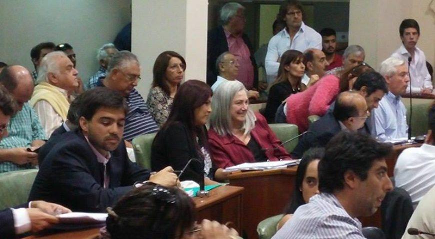 La concejal Lili Aguirre junto con la vecina Laura Perez Morales participando de la Asamblea de Grandes Contribuyentes