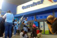 [Neuquén] Barrios de Pie se moviliza a hipermercados por donaciones de alimentos