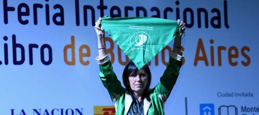 Escuchar a quien escucha: la lección de Claudia Piñeiro en la apertura de la Feria del Libro.