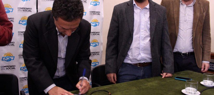 [Bs. As.] Ceballos firmó un Compromiso con la Agenda Social