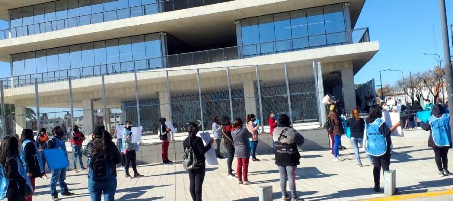 [CABA] El Covid-19 llegó a los barrios. Reclamo frente al nuevo Ministerio de Desarrollo Humano y Hábitat.