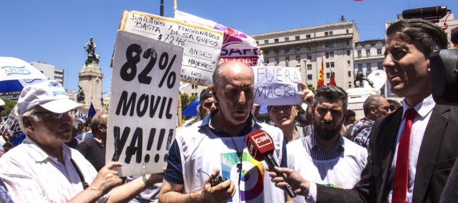 [CABA] El COS de la Defensoría en la marcha contra la reforma previsional