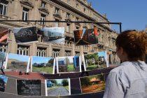Frente al Teatro Colón, VIAS realizó una expo de fotos del ferrocarril en el interior del país