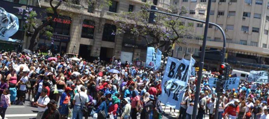 Barrios de Pie se movilizó por Bono de Fin de año