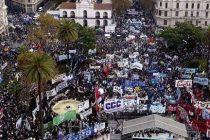 La #MarchaFederal llegó a Plaza de Mayo y reclamó por pan y trabajo