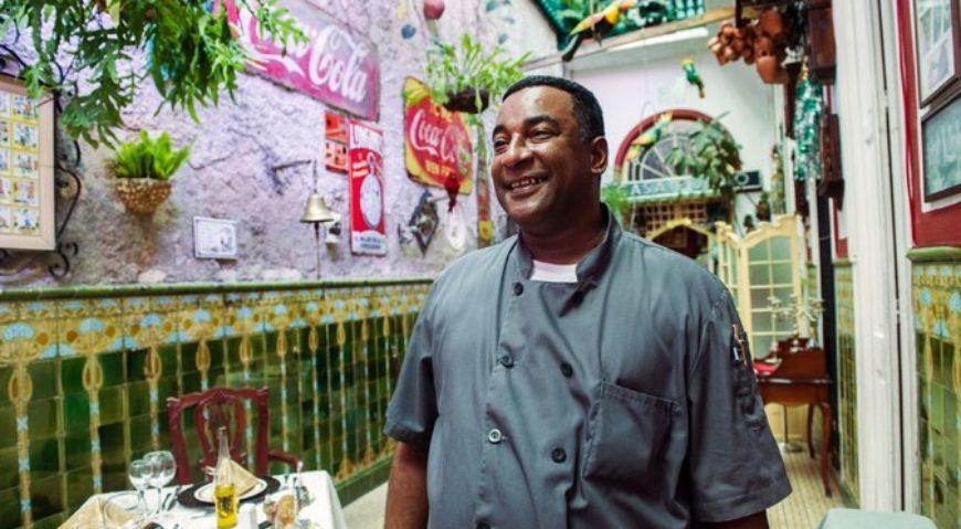 Carlos Cristóbal Márquez, dueño y chef del paladar San Cristóbal en La Habana, en el 2014 Credit Yamil Lage/Agence France-Presse — Getty Images