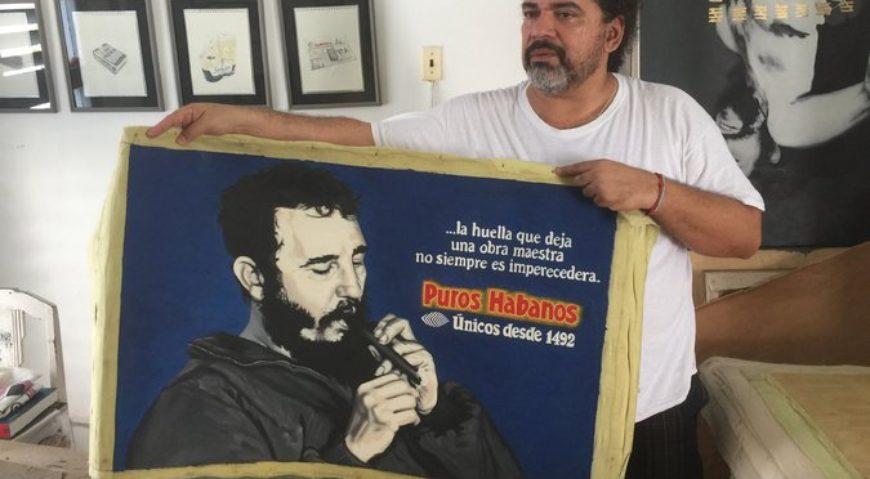 """Fidel era tan cuidadoso con su imagen que, si la intervienes con un logo, parece un producto publicitario"""", dice el artista cubano José Ángel Toirac. Credit Albinson Linares para The New York Times en Español"""