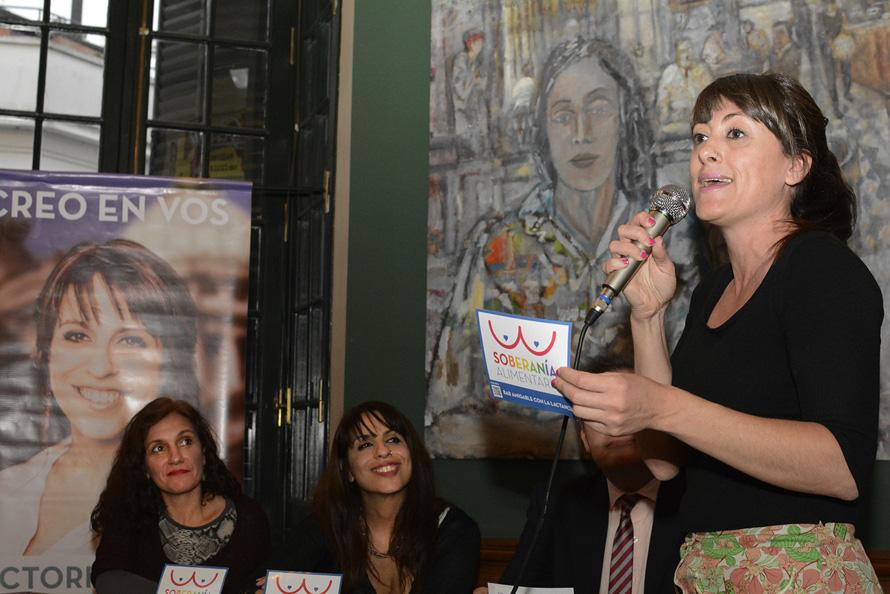 Victoria Donda Perez presentó su propuesta para la soberania alimentaria que promueve bares amigables para la lactancia materna. Bar La Poesia. CABA. Foto: Paola Olari Ugrotte/Imago Agencia.